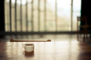 早朝のコーヒータイムの写真素材 [FYI01810492]