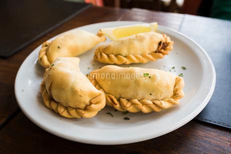 南米の伝統料理:エンパナーダの写真素材 [FYI01810508]