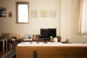 素敵なリビングルームとソファの写真素材 [FYI01810556]