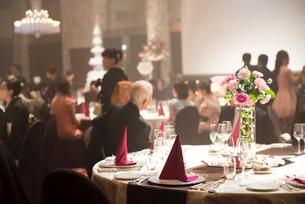 結婚式披露宴のテーブルセッティングの写真素材 [FYI01810610]