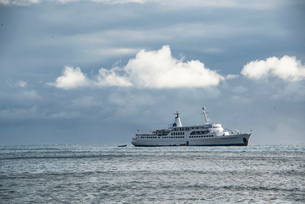 ガラパゴス諸島のクルーズ船の写真素材 [FYI01810693]