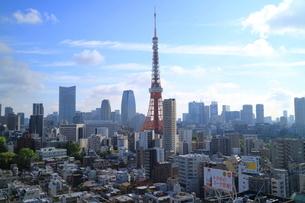 麻布十番からの東京タワーの写真素材 [FYI01810808]