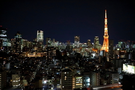麻布十番からの東京タワーの写真素材 [FYI01810924]