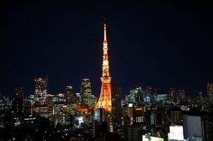 麻布十番からの東京タワーの写真素材 [FYI01810980]