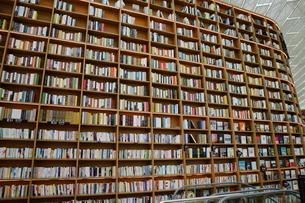 韓国 ソウルの巨大な「ピョルマダン図書館」 ソウル三成洞 スターフィールドCOEX MALLの写真素材 [FYI01811094]
