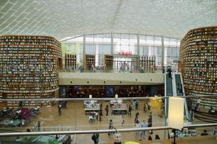 韓国 ソウルの巨大な「ピョルマダン図書館」 ソウル三成洞 スターフィールドCOEX MALLの写真素材 [FYI01811311]