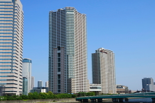 隅田川沿いのビル群の写真素材 [FYI01811408]