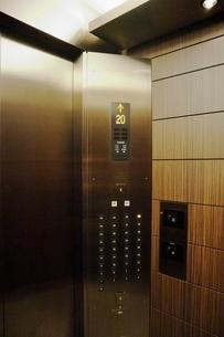 マンションのエレベーター内の写真素材 [FYI01811470]