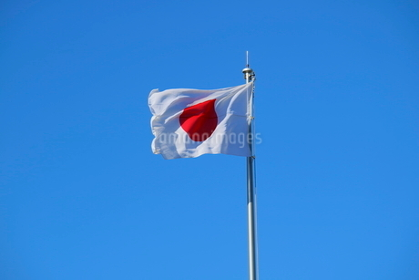 風を受ける日本国旗の写真素材 [FYI01811501]