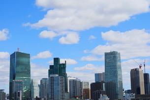 麻布十番から見える六本木1丁目方面の高層ビルの写真素材 [FYI01811553]
