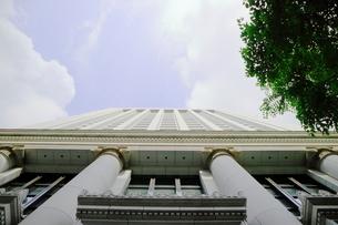 丸の内のビルと青い空の写真素材 [FYI01811566]