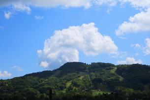 軽井沢の青空と雲の写真素材 [FYI01811580]