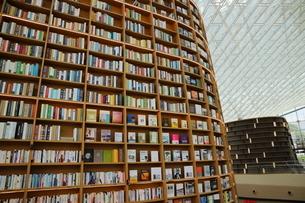 韓国 ソウルの巨大な「ピョルマダン図書館」 ソウル三成洞 スターフィールドCOEX MALLの写真素材 [FYI01811632]