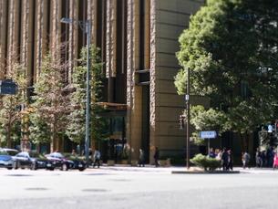 日比谷通りの交差点の写真素材 [FYI01811653]