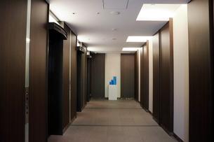 マンションのエレベーターホールの写真素材 [FYI01811668]