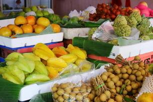 タイ・バンコクの色鮮やかなフルーツの写真素材 [FYI01811715]