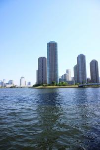 隅田川沿いのビル群の写真素材 [FYI01811763]