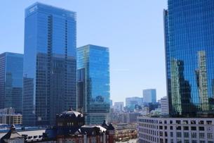 東京駅舎とKITTEの写真素材 [FYI01811890]