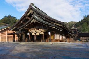 朝の出雲大社拝殿の写真素材 [FYI01811930]