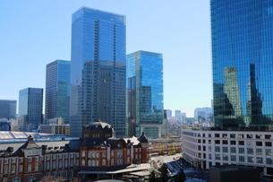 東京駅舎とKITTEの写真素材 [FYI01811978]