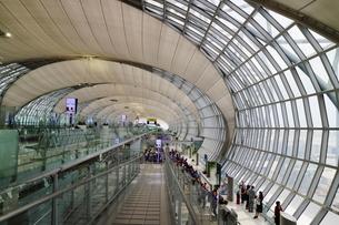タイ・バンコクのスワンナプーム国際空港の搭乗口の写真素材 [FYI01812005]