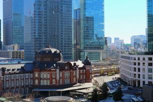 東京駅舎とKITTEの写真素材 [FYI01812041]