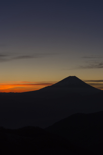丸山林道からの富士山の夜明けの写真素材 [FYI01812064]