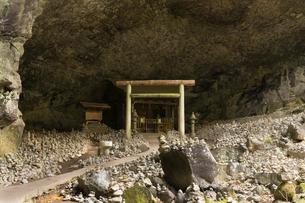 高千穂の天安河原の写真素材 [FYI01812090]