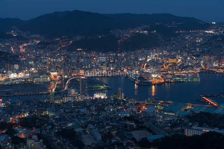 稲佐山から見る長崎の夜景の写真素材 [FYI01812196]