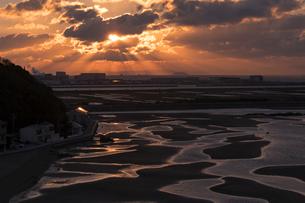 干潮の新舞子干潟の写真素材 [FYI01812258]