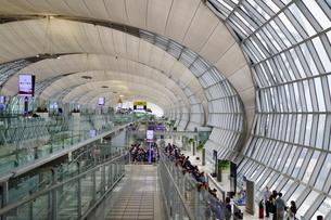 タイ・バンコクのスワンナプーム国際空港の搭乗口の写真素材 [FYI01812264]