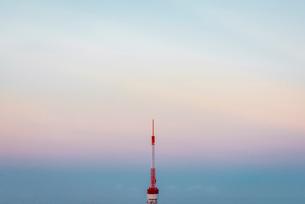 夕暮れの東京都心の空の写真素材 [FYI01812404]