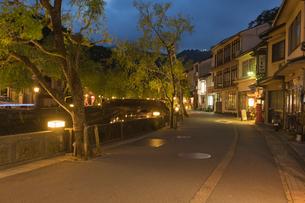 城崎温泉の夕景の写真素材 [FYI01812469]