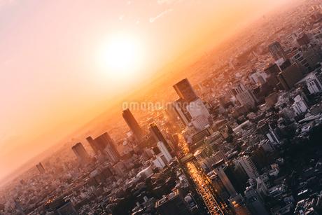 夕暮れの東京都心の風景の写真素材 [FYI01812584]