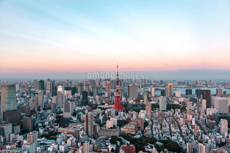 夕暮れの東京都心の空の写真素材 [FYI01812618]