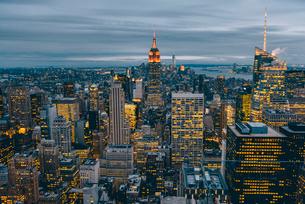 ニューヨーク・トップオブザ・ロックからの夜景の写真素材 [FYI01812727]