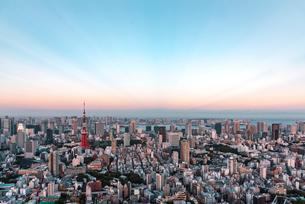 夕暮れの東京都心の空の写真素材 [FYI01813101]