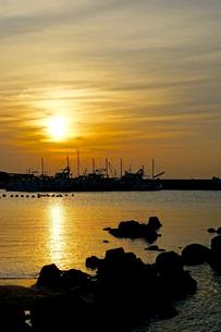 真名瀬海岸夕景の写真素材 [FYI01813145]