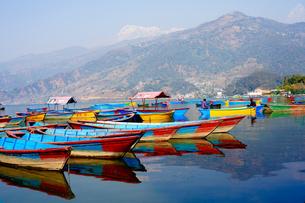 ネパール ペワ湖の写真素材 [FYI01813363]