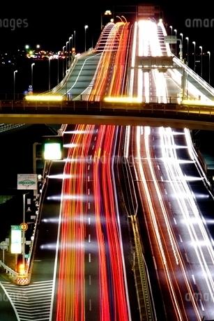 夜の東京湾アクアラインの写真素材 [FYI01813372]