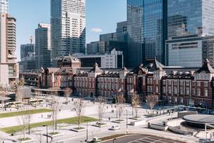 丸の内から望む東京駅前広場の写真素材 [FYI01813449]