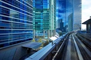 汐留駅から見たビル群の写真素材 [FYI01813561]