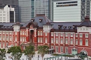 丸ビルより望む東京駅の写真素材 [FYI01813744]
