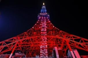 真下から見上げた東京タワーの写真素材 [FYI01813782]