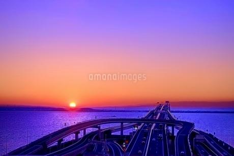 海ほたるからの夜明けの写真素材 [FYI01813785]