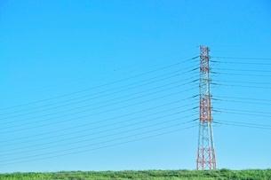 青空と鉄塔の写真素材 [FYI01813853]