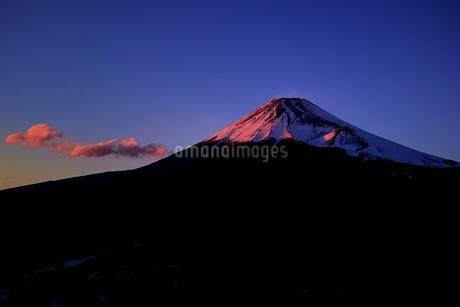十里木高原展望台より望む紅富士の写真素材 [FYI01814039]