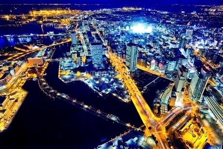 横浜ランドマークタワーから見る横浜の夜景の写真素材 [FYI01814238]
