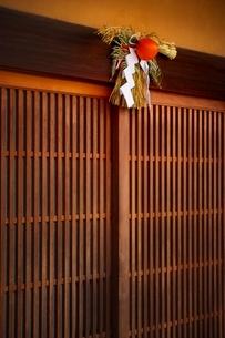 正月飾りのある玄関の写真素材 [FYI01814346]