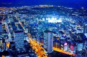 横浜ランドマークタワーより望む横浜の夜景の写真素材 [FYI01814622]